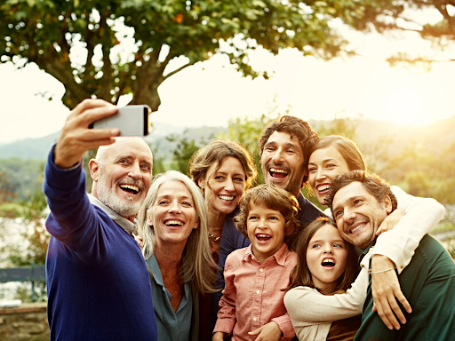 Blog   Featured Image Family Selfie